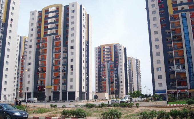 """Remise de 720 logements AADL au site """"Djenane Sfari"""" à Birkhadem"""
