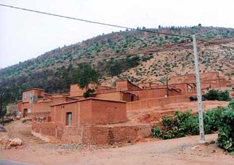 TIPASA Le logement rural groupé comme solution à la crise